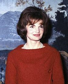 225px-Mrs_Kennedy_in_the_Diplomatic_Reception_Room_cropped