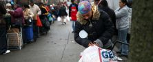 Brooklyn residents receive free food as part of a Bowery Mission outreach program on December 5, 2013.JOHN MOORE/GETTY