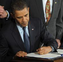 obama-signing-bill-485x477