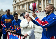 POPE_AND_HARLEM_GLOBE_TROTTERS_2015-05-09_0430