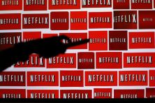 The Netflix logo is shown in this illustration photograph in Encinitas, California October 14, 2014. Netflix Inc  shares were down 3.1 percent at $435.28 after the announcement. The streaming video company will announced its quarterly results later on October 15. Picture taken October 14, 2014. REUTERS/Mike Blake (UNITED STATES - Tags: ENTERTAINMENT MEDIA BUSINESS LOGO) - RTR4ABFQ