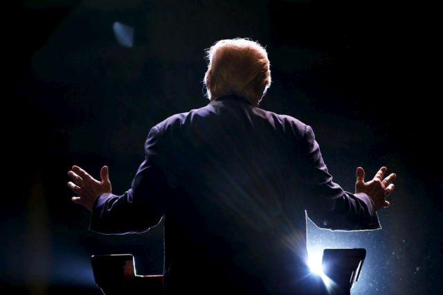 Republican U.S. presidential candidate Donald Trump addresses a Trump for President campaign rally in Macon, Georgia November 30, 2015. REUTERS/Christopher Aluka Berry TPX IMAGES OF THE DAY