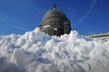 WASHINGTON, DC - JANUARY 21: A pile of shoveled snow stands in the plaza on the east side of the U.S. Capitol January 21, 2016 in Washington, DC. One inch of snowfall delayed school openings in the greater Washington, DC, area on Thursday as people along the Easter Seaboard prepare for a blizzard to arrive within the next 24 hours. (Photo by Chip Somodevilla/Getty Images)