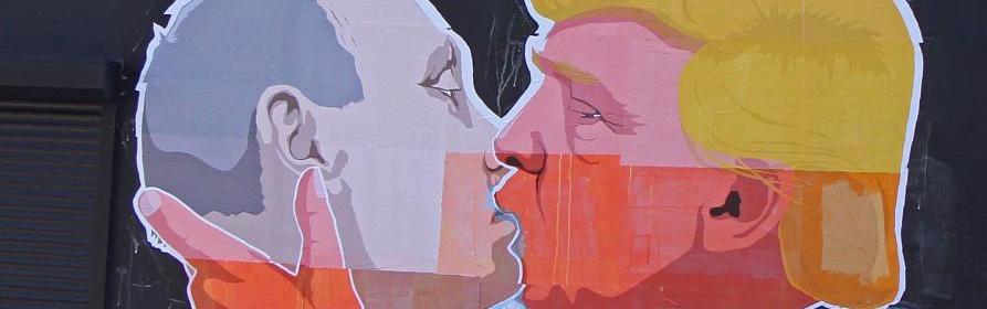 Trump-Putin-kissing-Russian-893x280