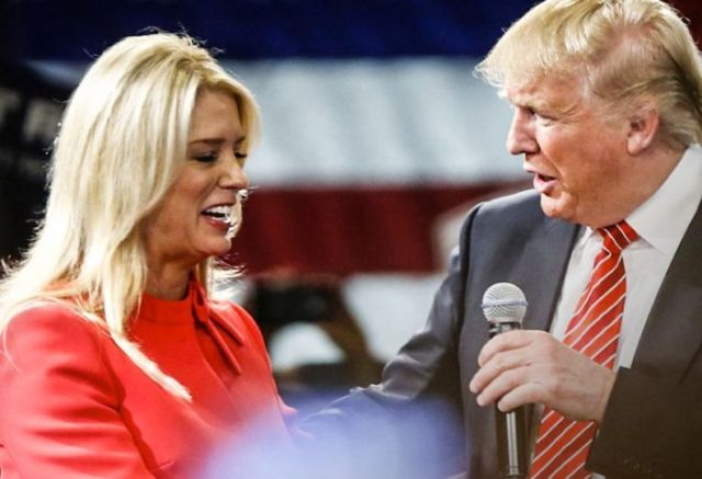 A complaint has been filed with the Department of Justice's Civil Rights Division against Florida Attorney General Pam Bondi and Republican presidential nominee Donald Trump over allegations that Trump bribed Bondi to get her drop an investigation into Trump University.